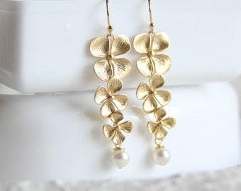 Four leaf clover Pearl earrings