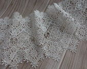VINTAGE-Style Wedding Bridal Venise Lace Trim in Off white For Veils, Lace Dress, Jewelry or Costume design