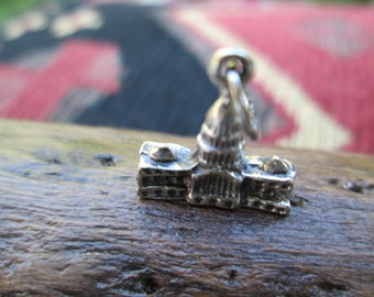 Vintage Beau United States Capitol Sterling Charm