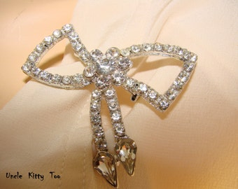 SPARKLING clear rhinestone bow brooch.  Gorgeous statement pin.  Perfect for any occasion or outfit.  Mint condition.