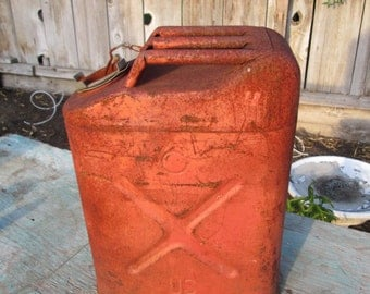 vintage 5 gallon industrial  gas can   jeep can  army can 4
