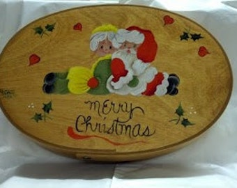 Medium Oval Slim Bentwood Box with Mr. and Mrs. Santa on top