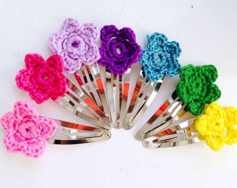 Flower hair clips with a crochet flower
