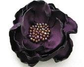 Pince à cheveux fleur pourpre foncé - barrette à la main fleur pourpre - Purple Satin Rose broche
