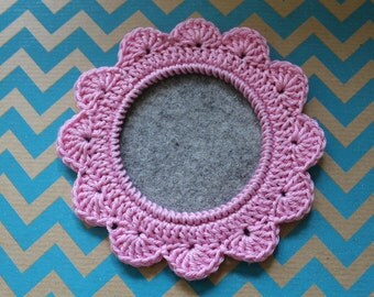 Crocheted photo frame (pink)