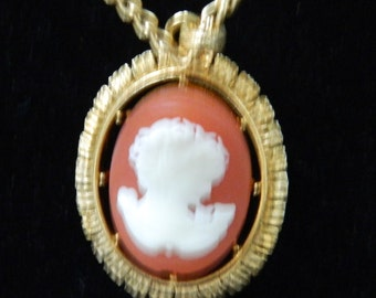 Vintage Beautiful Avon Goldtoine Victorian Style Cameo Necklace
