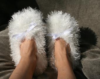 Furry Women slippers - White, Brown, Orange, Pink, Grey, Black, Red