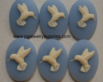 18mm x 13mm hummingbird resin cameos ivory on blue R&L 6 pieces lot l