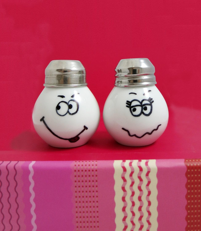 Funny Salt Pepper Shaker Little Light Bulb Shape Very Cute