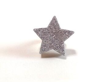 Glittery silver resin star ring