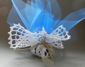 Crocheted doilies favors