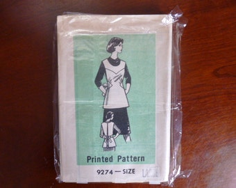 Vintage Apron selling as a set,in sizes small, medium, large.