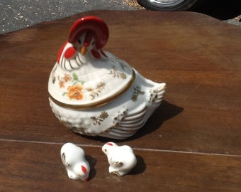 Porcelain vintage hen trinket jewelry box with 2 baby chicks
