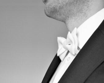 White Bow Tie - Men bow tie - Wedding bow tie. Groom bow tie. Christening bow tie.
