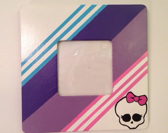 Abbey Bominable Monster High themed picture frame with protective cover