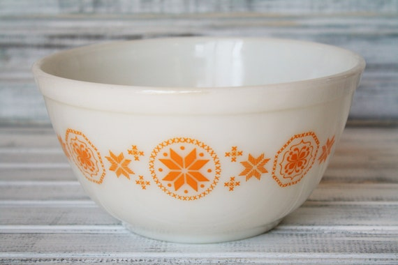 Pyrex Town & Country Mixing Bowl - 1 1/2 qt. #402