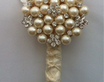 Ivory Brooch buttonhole, corsage. Grooms button hole, Mother of the bride Corsage. Boutonnière. Made to match your colour scheme