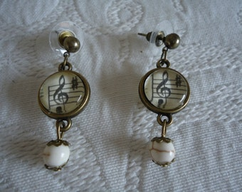 Double music earrings
