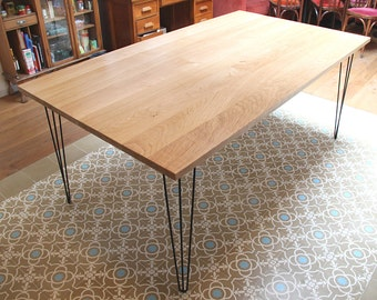 Table in solid oak with hairpin legs