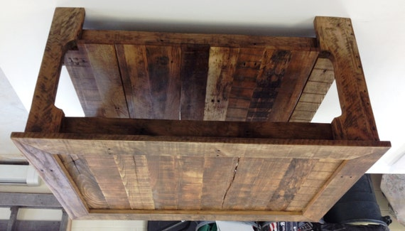 Reclaimed wood pallet coffee table for Coffee table made out of pallet wood