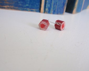 Red color pencil studs