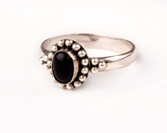 Stunning Vintage Silver  Ring with fine Onyx gem  Unique design.
