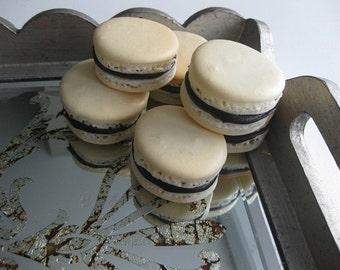 24 vanilla macarons, natural macarons, french macarons, ottawa macarons, order macarons online