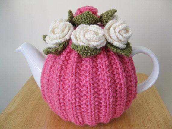 couvre th i re grand main tricot laine fleur rose. Black Bedroom Furniture Sets. Home Design Ideas