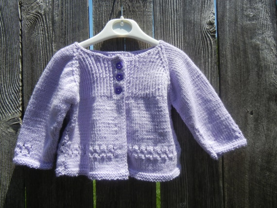 hand stricken lavendel baby m dchen strickjacke aus gewirken. Black Bedroom Furniture Sets. Home Design Ideas