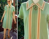 SAGE 1960's 70's Vintage Light Pastel Green Peach MOD Zip Front Shift Dress with Short Sleeves // by R&K Knits // size Medium