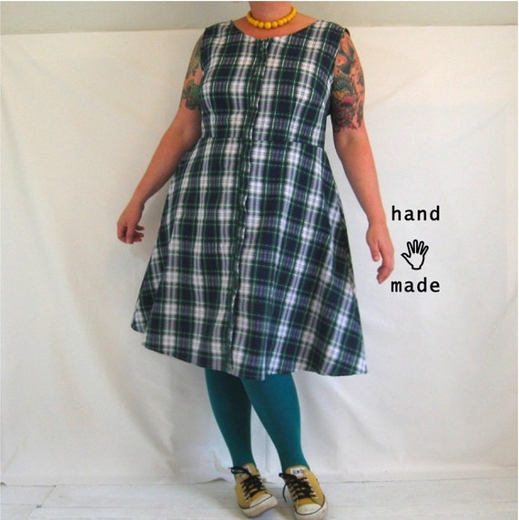 SALE - Cakewalk Dress - plus size cotton dress, size 22W, made in plaid seersucker vintage fabric, zip front, pockets -- 48B-43W-58H