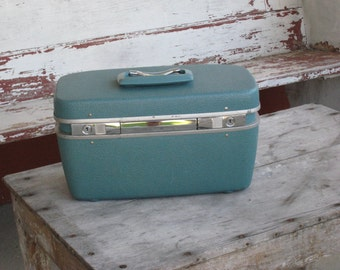 Vintage Train Case Royal Traveller 1960s  - Blue with Tray - Mid Century Retro Suitcase (4321-W)