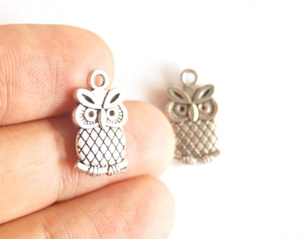 4 pcs - Matte Silver Plated tone OWL Charms, Two Sided- OWL 18x10mm-(402-001SP)