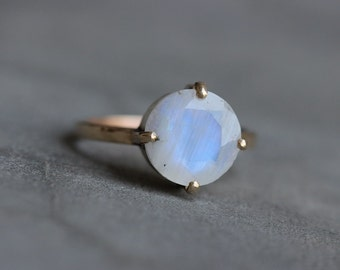 Rainbow moonstone Ring - 18k Moonstone ring - Valentines day - wedding ring - gold ring - solitaire ring