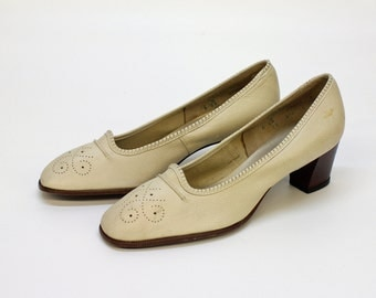 SALE - 80s Stacked Heel Pumps / Beige / Air Step / Size 6