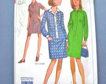 Simplicity 7317  Vintage 1960s Sewing Pattern Junior Petites' Step In Dress In Two Lengths And Short