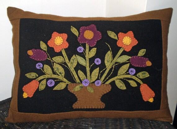 Oley Valley Primitives Wool Applique Flower Vase Penny Rug