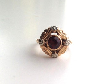 V I N T A G E / red rotunda ring / 10k / garnet with flowers / size 5