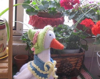 Beautifully knitted Mother Goose
