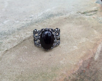 Onyx oval cabochon Ring in Antiqued Silver tone - Adjustable filigree Ring
