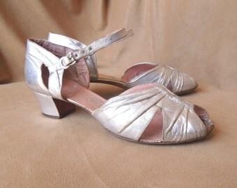 Vintage 1930's Silver Metallic Shoes, 1930's Shoes, Peep Toe, Ankle Strap, Dance Shoes, Size 8.5, 9, SALE