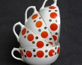Stunning retro polka dot fifties cups.