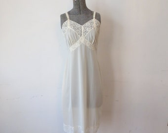 Vintage '50s/'60s Deadstock Cream Shadowline, Thick Lace Full Slip with Original Tags! 34