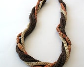 Knitted necklace in brown and beige with wooden beads   E190