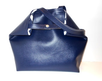 Oh So Vogue Large Tote or Purse in Navy with Chevron Lining