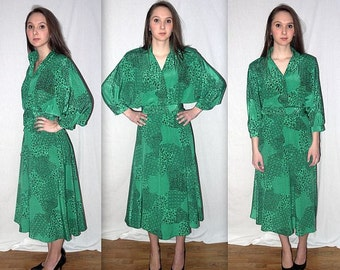 Dancing on the ceiling .. Vintage 80s day dress / bat wing shirtwaist / high waist waisted / green abstract op art ..... S M