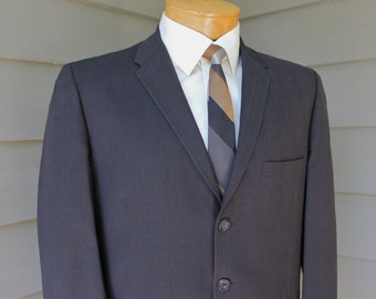 vintage early 1960's Men's -Louis Roth- suit coat. Narrow lapel - Turnback cuffs. Subtle Glen plaid in a sharkskin fabric. Size 39 Reg