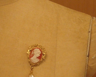 Cameo with pearl pin