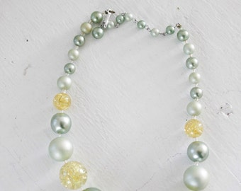 Two Toned Lucite Choker. Confetti Chip Jewelry. 16 inch, Single Strand, Graduated Beads, Rhinestone Clasp // Mid Century Bridal Jewelry