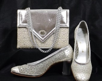 FELIPE' Silver Lame' Pump and Matching Purse Size 6.5 M